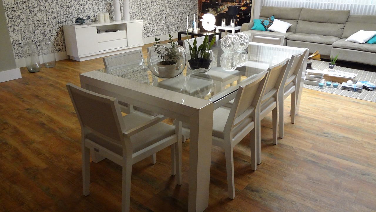 dining table 647008_1280