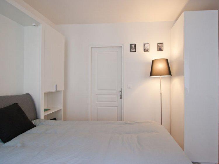 Comment rendre votre petite chambre plus grande dar d co - Chambre toute blanche ...