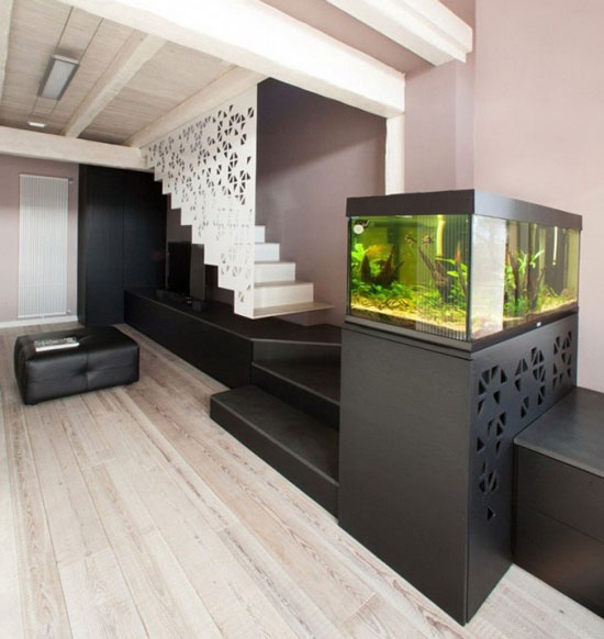 Aquarium integrer salon escalier dar d co d coration for Aquarium interieur