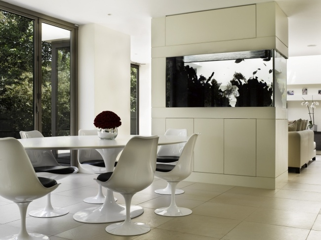 aquarium-salon-design-moderne-lumiere-noir-blanc