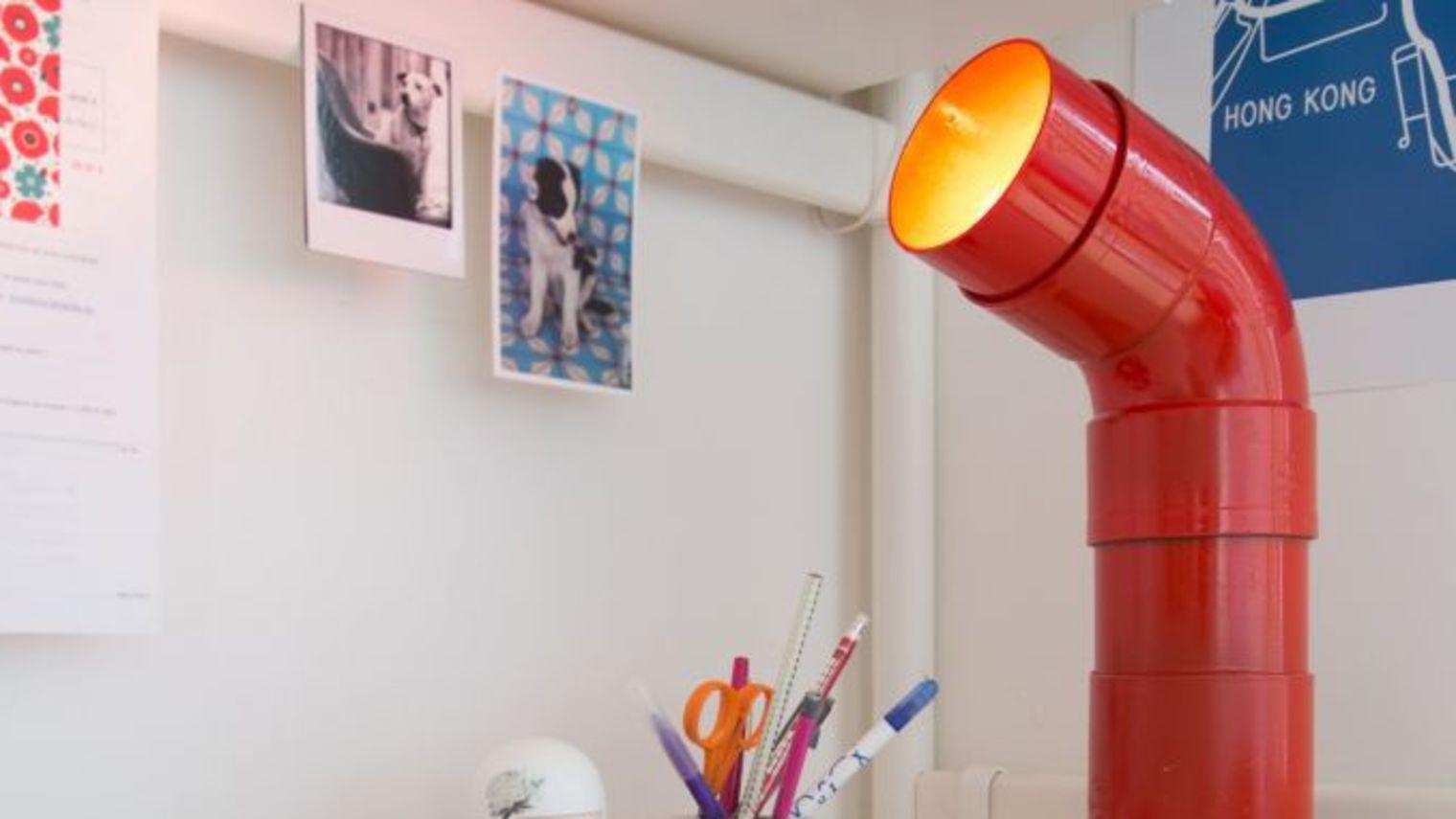 transformez un coude pvc en lampe dar d co d coration. Black Bedroom Furniture Sets. Home Design Ideas