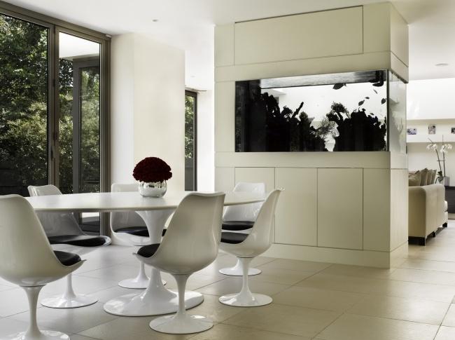 Aquarium salon design moderne lumiere noir blanc dar - Lumiere salon decoration ...